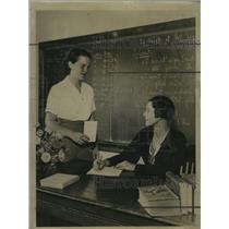 1934 Press Photo Register Jamieson enrolls Betty Moeller to Milwaukee University