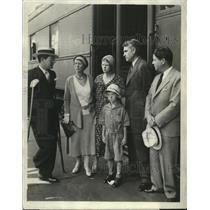 1931 Press Photo Gov Phil LaFollette & family en route Chicago for funeral