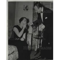 1940 Press Photo Mrs. Joseph Jolan and Dr. Walter Blount - mja17373