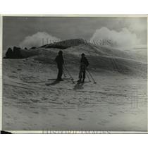 1938 Press Photo Skiers at Mt. Buller in Victoria, Australia - mja03971