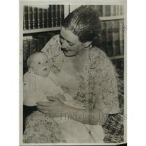 1933 Press Photo Mrs RM LaFollette & newborn son - mja14864