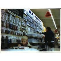 1993 Press Photo Michael Cattani,peruses Wm. K. Walthers catalog w/ grandparents