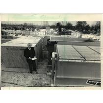 1987 Press Photo James Bach & Michael Braam work for Bentley Packaging Corp.