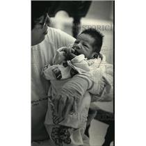 1988 Press Photo Mary Anderson holding a baby at Waukesha Memorial Hospital