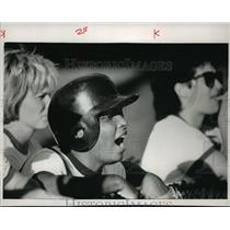 1988 Press Photo Cynthia Bentley cheers on the Brewers - mja06262