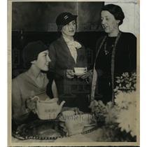 1934 Press Photo Miss Elizabeth Rolph, Miss Stella Harlos, Mrs. Charles Barnum