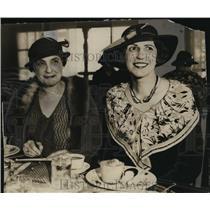 1934 Press Photo Mrs. Joseph Callan & Mrs. Roland Coerper at College club