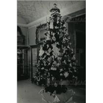 1988 Press Photo Charles Allis Art Library's Angle Tree - mja00493