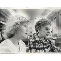 1970 Press Photo Mrs Susan Thompson and Ruth Colburn Delta Gamma Alumnae