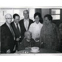1974 Press Photo Mary Alice Allen and family, celebrate her 104th birthday.