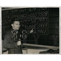 1940 Press Photo Stephen McCormick Points His Number Which Was Drawn In Lottery