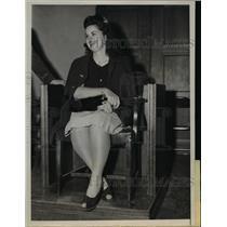 1946 Press Photo Mrs. Jean Hirt Testifies in Husband's Espionage Trial