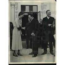 1933 Press Photo Edouard Herriot Former Premier of France says goodbye