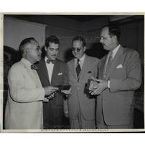1946 Press Photo Four high ranking Cuban Officials compares notes in Miami