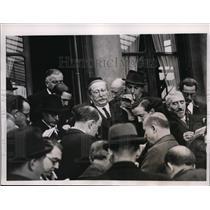 1938 Press Photo Socialist leader Leon Blum speaks to reporters in Paris