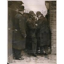 1932 Press Photo Unemployed members of Dagenham Tenants League battle police
