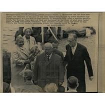 1964 Press Photo Mr And Mrs Nikita Krushchev Greeted by Tage Erlander in Sweden