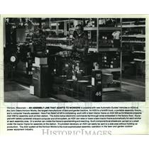1987 Press Photo Fran Baierl and Ed Miescke working at John Deere Horicon Works