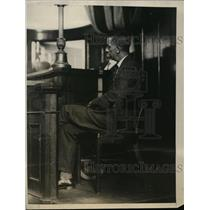1926 Press Photo Stationmaster George Altouch testifies in Hall-Mills trial
