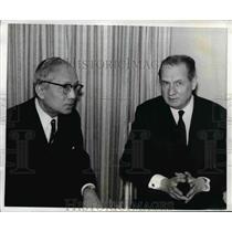 1971 Press Photo UN negotiator Gunnar Jarring talks with Secretary General Thant