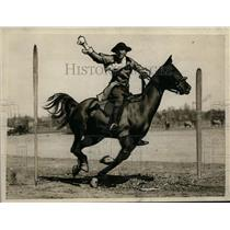 1926 Press Photo Sgt Geoffrey F Clifford re enacts Paul Revere's ride at show