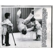 1963 Press Photo Keith Martin & Judo teacher Ray Newman, Ted Hallasch