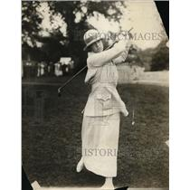 1915 Press Photo Miss Grace Semple of Chicago golfing - net14087