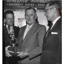 1966 Press Photo Carl Litzenberger present Spokane Pilot of the Year to B E Toth