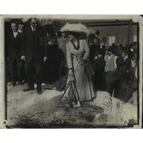 1912 Press Photo Blanche Bates Breaking Ground for new Herlig Theater