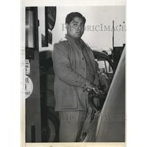 1941 Press Photo Millionaire Native American Willie Taylor Works at Gas Statio