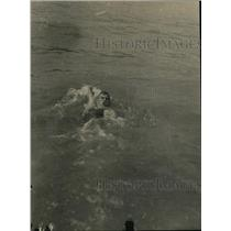 1918 Press Photo Swimmer Perry McGillvray in backstroke at Great Lakes