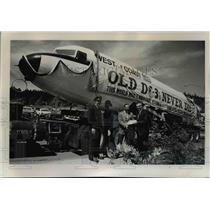 1966 Press Photo Historic DC3 was presented to OMSI with crew and the captain