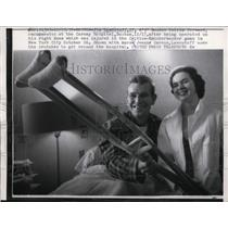 1957 Press Photo Jim Loscutoff of Celtics at Carney Hospital after injury