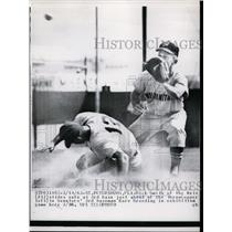 1963 Press Photo Dick Smith of Mets safe at 3rd vs Senators Marve Breeding