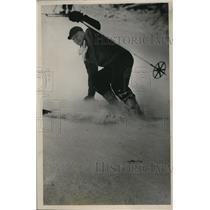 1950 Press Photo William Summers performs a skiing stem turn on slopes