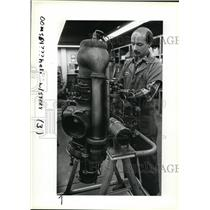 1983 Press Photo Mark Keeler, right, overhauls an Allison 250 turbo-shaft engine