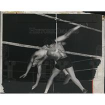 1934 Press Photo Londos throws Browning in a wrestling match - net11834