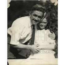 1921 Press Photo Boxer Johnny Kilbane & his daughter - net13260