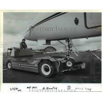 1991 Press Photo Flightcraft line technician Matt Hall - orb36568