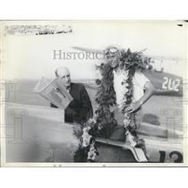 1932 Press Photo Ray Moore, Winner Frank Phillips & Wolaroc Trophy - ney08979
