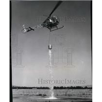 1971 Press Photo Deer Park District helicopter,demonstrates how its bucket works