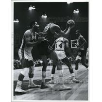 Press Photo Philadelphia basketball vs another team - net14865