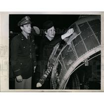 1944 Press Photo Mrs Ira Eaker, Capt John Johnston & Flying Fortress plane