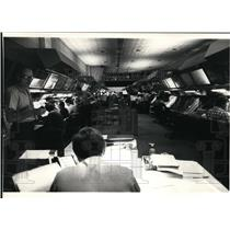 Press Photo Air traffic controllers work in main room. - spa21775
