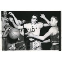1961 Press Photo Alan Taradesch Liberty HS vs Daril Montgomery Madison S