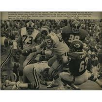 1973 Press Photo Jim Bertelsen of Rams vs Chiefs Mike Sensibaugh, Will Lanier