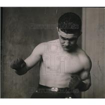 1921 Press Photo Boxer George Chaney training session in a gym - net15095