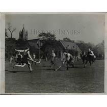 1936 Press Photo E Tazewell of Austrialian field hockey vs Greta Mahony of Irish