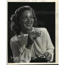 "1944 Press Photo Eloise Kummer as Sandra Barclay in ""Backstage Wife"" - mjx05965"