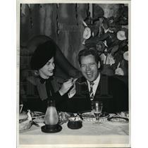 1944 Press Photo Hollywood couple Dagwood Lake & Patricia Van Cleve - mjx05973